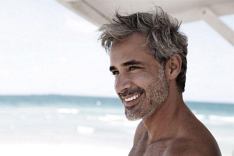 coupe de cheveux homme poivre et sel