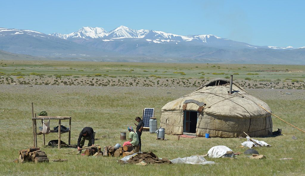 картинки казахский аул луком