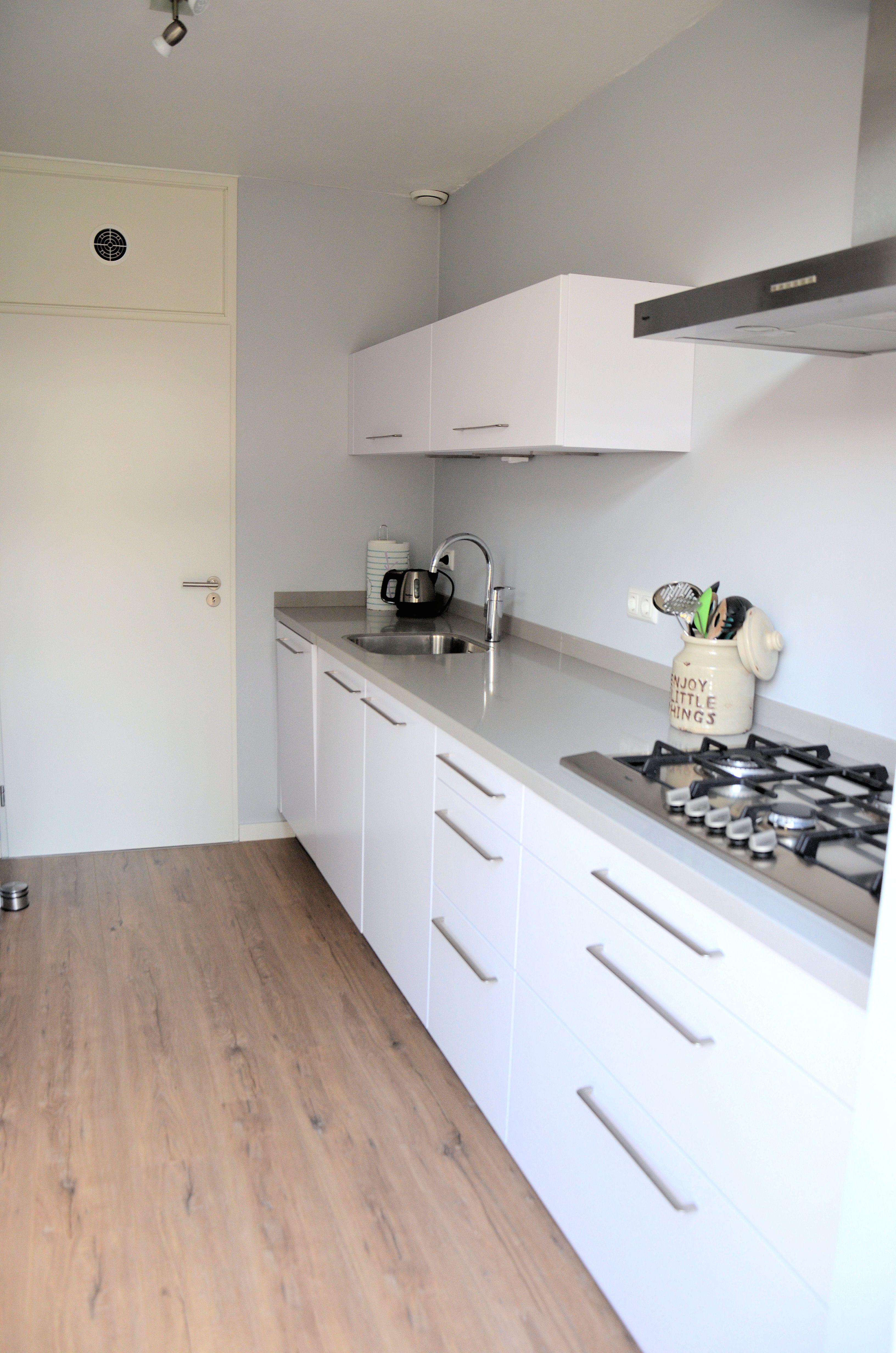 Moderne keuken - Wit - Hoogglans - Modern - Strak ingericht ...