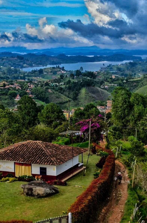 El Penol En Antioquia Lugares Turisticos De Colombia Paisajes De Colombia Lugares Hermosos
