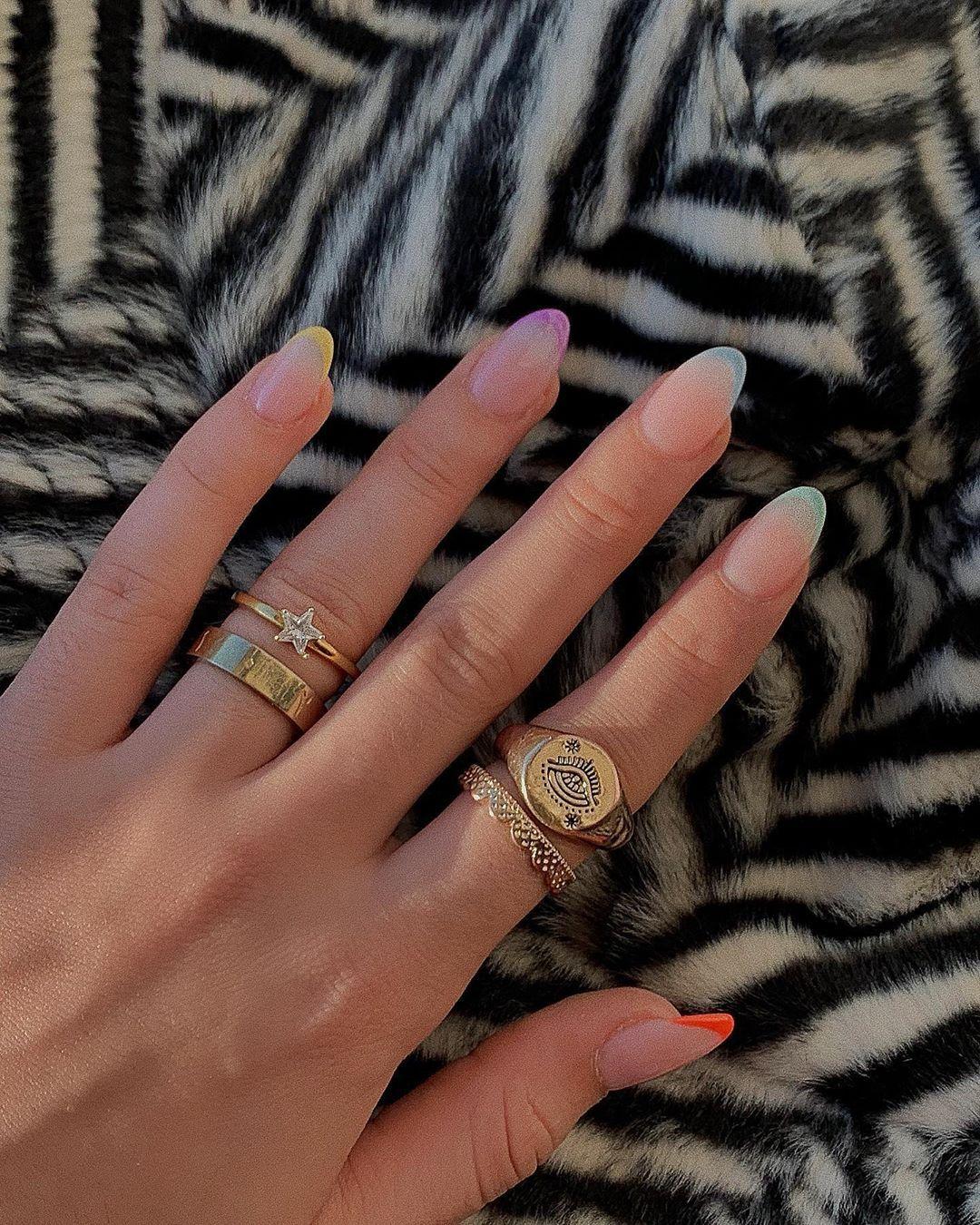 """NAWAL su Instagram: """"🌈🦓 Penso che queste siano le unghie più carine che ho fatto finora 🌈🦓"""""""