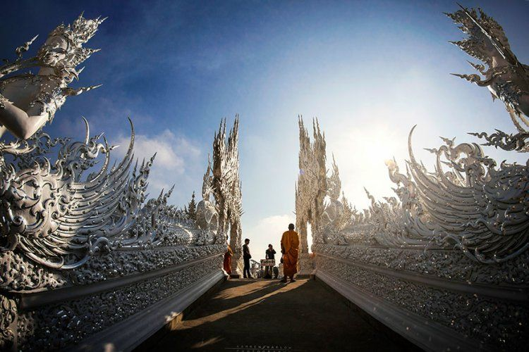 THAILAND'S WHITE TEMPLE LOOKS LIKE IT CAME DOWN FROM HEAVEN. » Destination Luxury