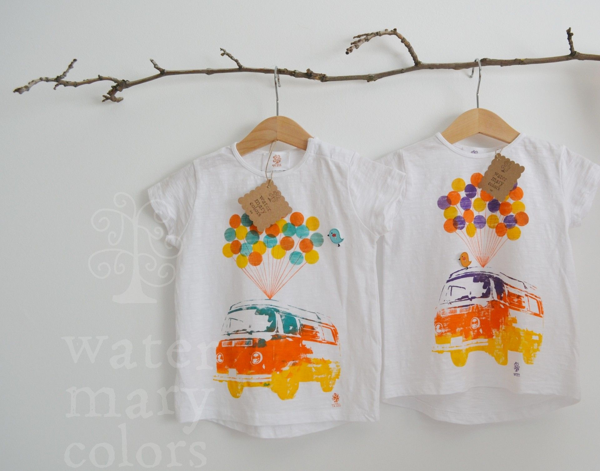 Camisetas infantiles estampadas a mano motivo furgo hippie con globos http://marijoepintora.blogspot.com.es/