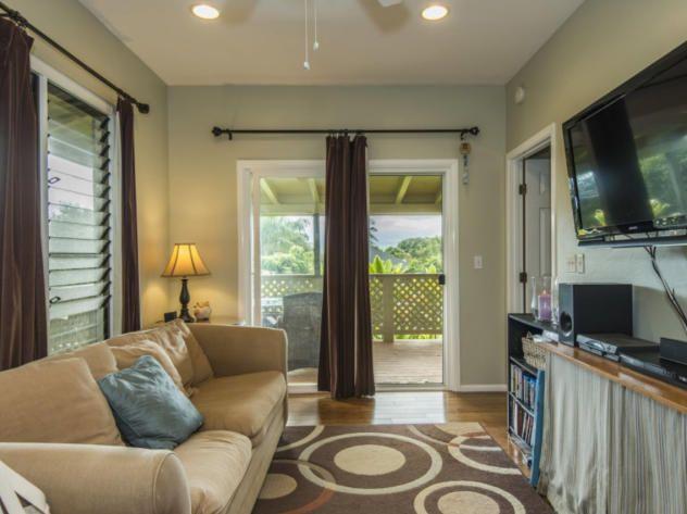Cozy Bungalow Living Room In Kapaa Hawaii  Httpwwwfrontdoor Entrancing Bungalow Living Room Design Design Inspiration