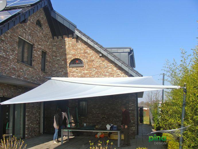 Sonnensegel in elektrisch aufrollbar über einer Terrasse - als ...