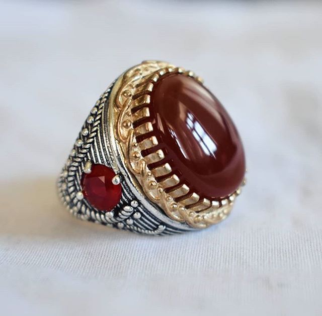 عقيق يماني احمر انسي مع صياغه شبابيه افضل هديه يمكن ان تقدمها لشخص عزيز عليك اطلب من اي بلد في العالم والى اي مكان بالعالم Gemstone Rings Rings Gemstones
