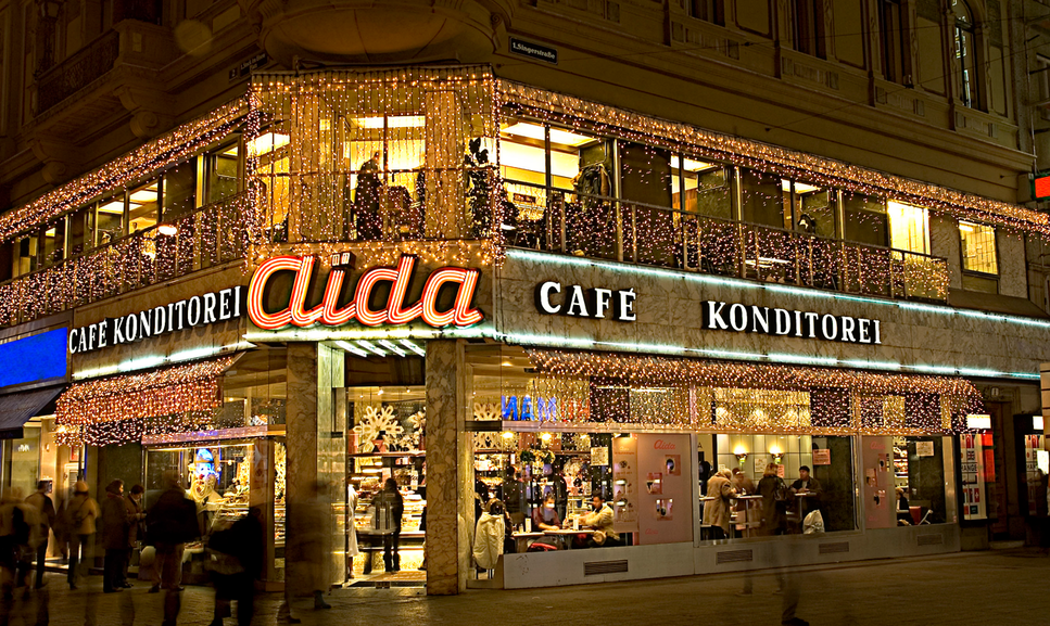 AIDA VIENNA - Well known café and pastry chain in 70es style with everything in pink