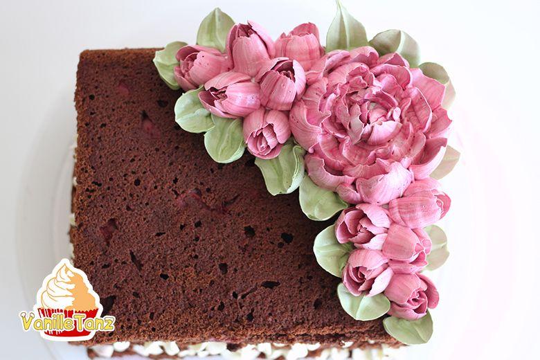 Gelingsicheres Eiweißcreme Rezept für Blumen spritzen. Mit Eiweißcreme Torten dekorieren. So gelingen schöne Blumen aus Creme #tortendekorieren