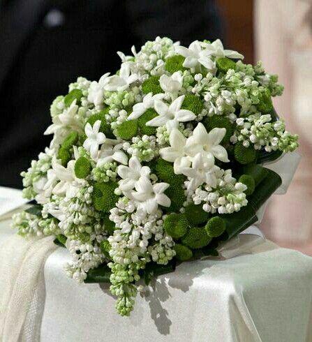 White Lilac White Stephanotis Green Button Mums Folded Green Aspidistra Leaves Wedding Bouquet Bouquet Matrimonio Fiori Per Matrimoni Bouquet