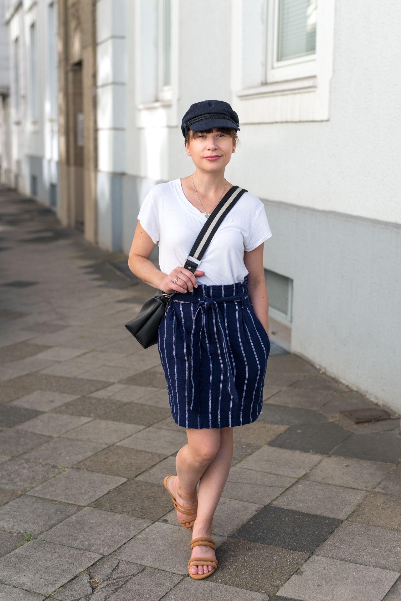 Sommer Ahoi! Casual Marine-Look neu interpretiert – Maritim-Feeling für die City