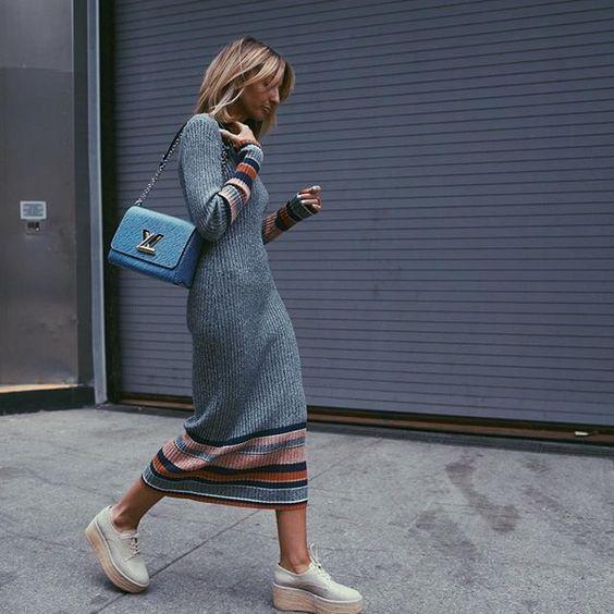 Uzun Triko Elbise Kombinleri Gri Uzun Bogazli Cizgi Desenli Elbise Krem Dolgu Topuk Ayakkabi Moda Fashion Fashionoutfits Outfitoft Moda Moda Stilleri Triko