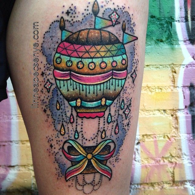 Got to tattoo this hot air balloon on @imahottmesss last night - she and her mom flew out just to get tattooed from me! Thanks you two! <3 And thank you to all of the other folks who have been coming out to Asheville from the Midwest. I couldn't do it without you.✨ ✨ #hotairballoontattoo #cutetattoos #glittertattoo #fngtattoo #nctattooers #linneatattoos