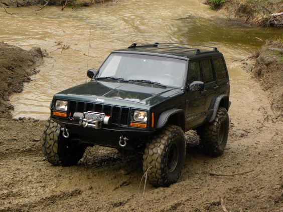 Xj With A 4 5 Lift On 35 Bfg Krawlers Jeep Cherokee Jeep