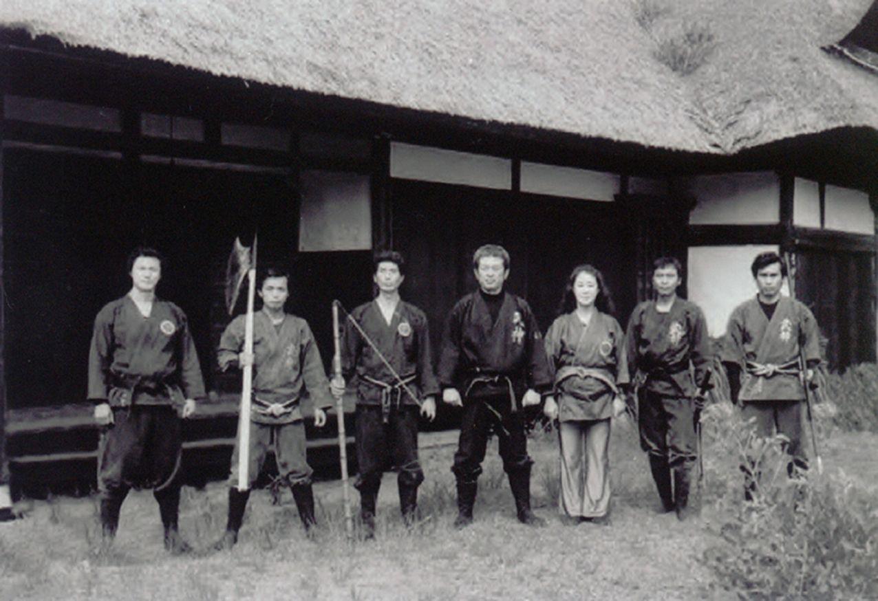 En orden: Nagato, Noguchi, Muramatsu, Soke, Mariko, Shiraishi y Someya.