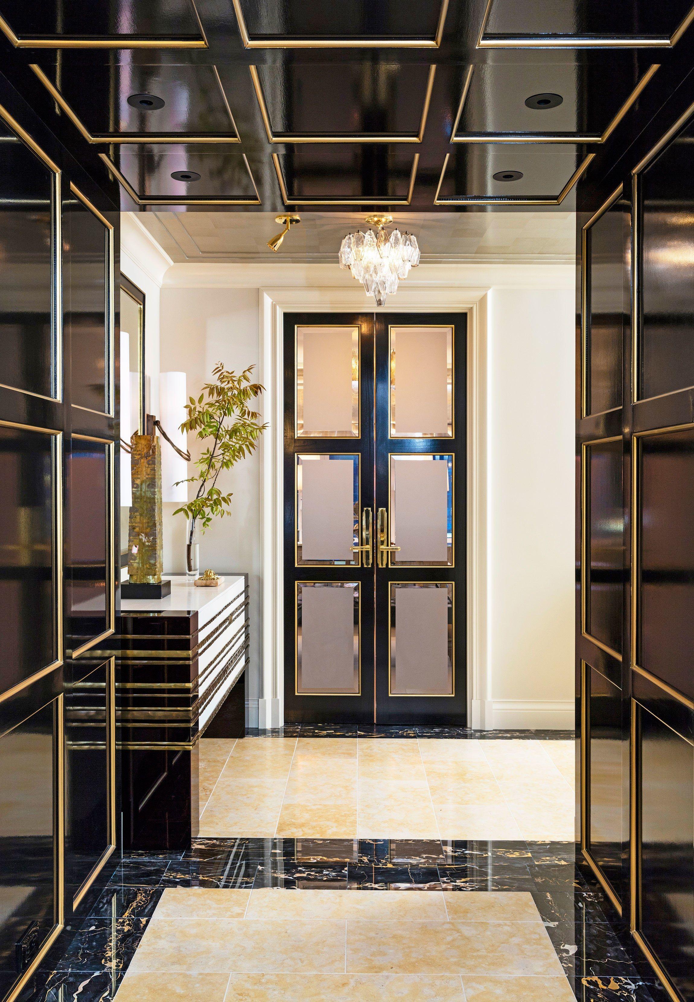 An Elegant New York Apartment with Fashion-Forward Style #hallway