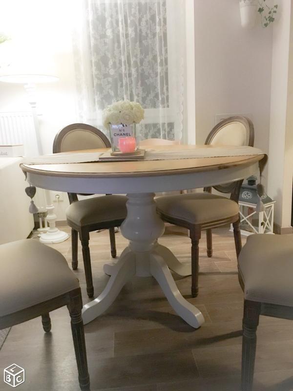 4 chaises medaillon Idées Déco Salon-Salle à manger Pinterest