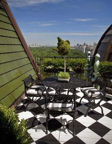 Completely enamored with this Wonderland themed outdoor alcove (overlooking Central Park) in Tommy Hilfiger's apartment.