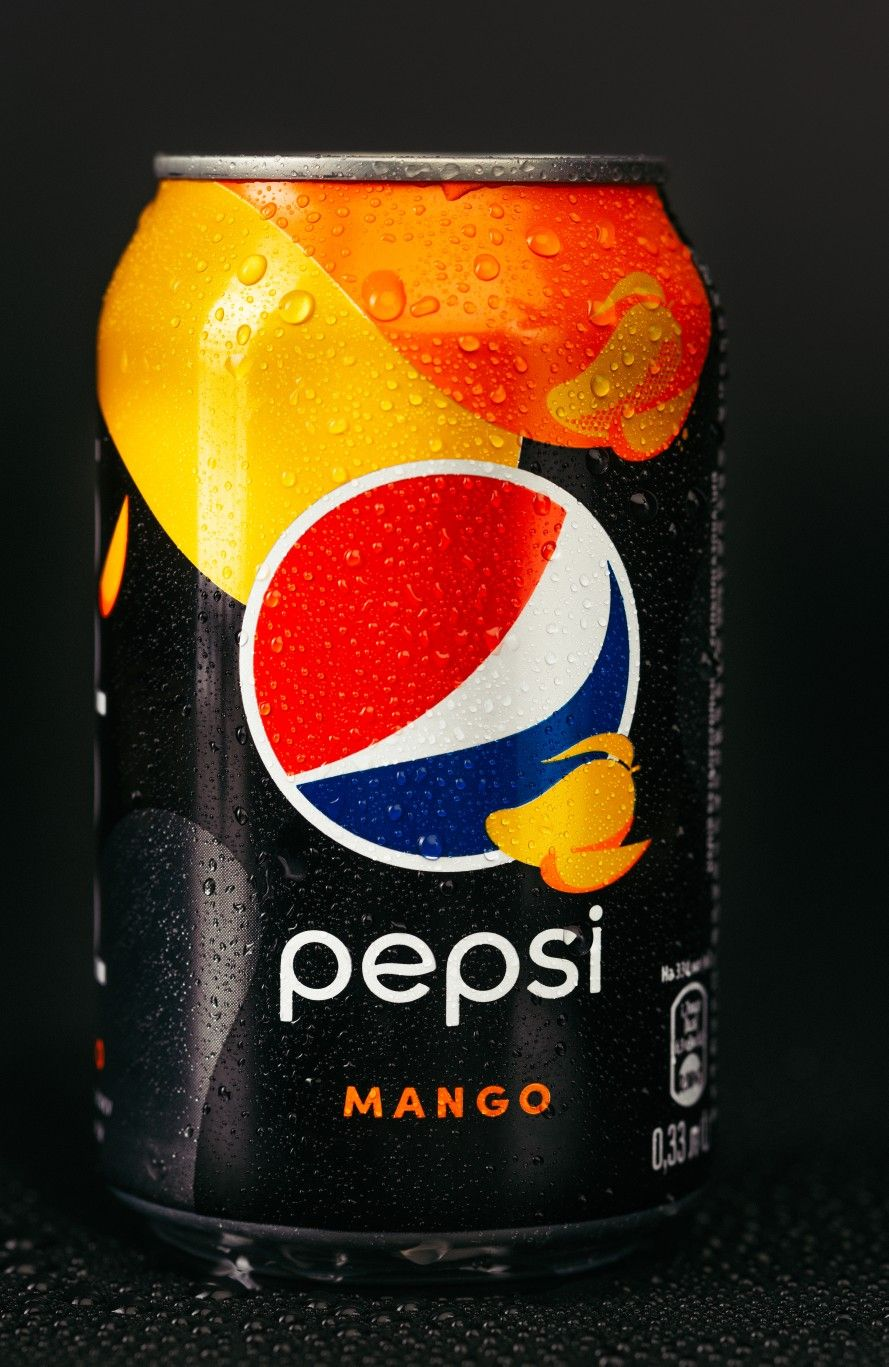 Pepsi Mango With On A Black Background With Drops Of Water Product Photo Advertising In 2020 Pepsi Mango Black Backgrounds