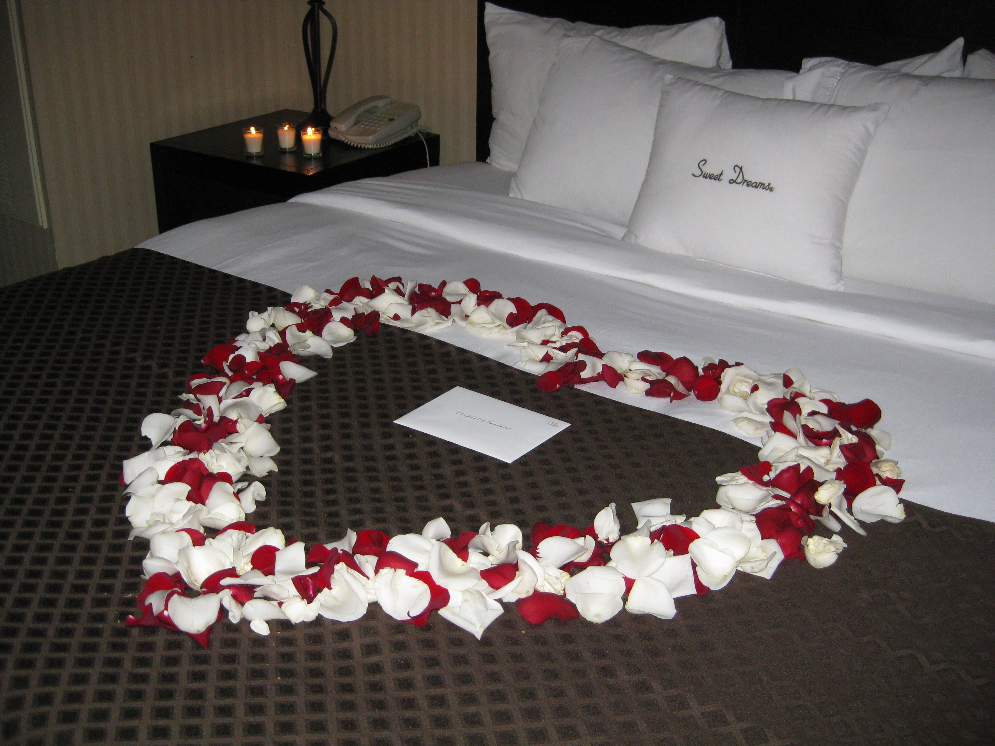 An Affaire Of The Hearts Honeymoon Suite Decor Their Team Gave Bride Groom A Romantic Surprise After Reception