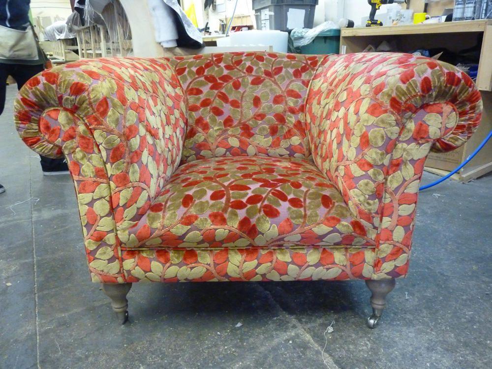 Chesterfield Sessel Westwood im Blumenmuster - Moderne Chesterfield Sofa Interpretation - Erhältlich über Kippax of Yorkshire