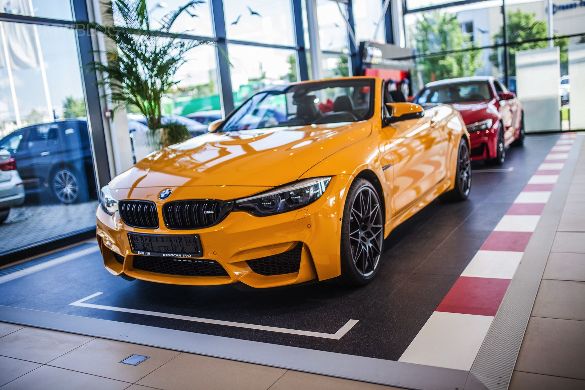 Macao Blue Vs Mandarin Ii Bmw M4 Convertible 30 Jahre Edition Is Finally In Showrooms Bmw Bmw M4 Convertible