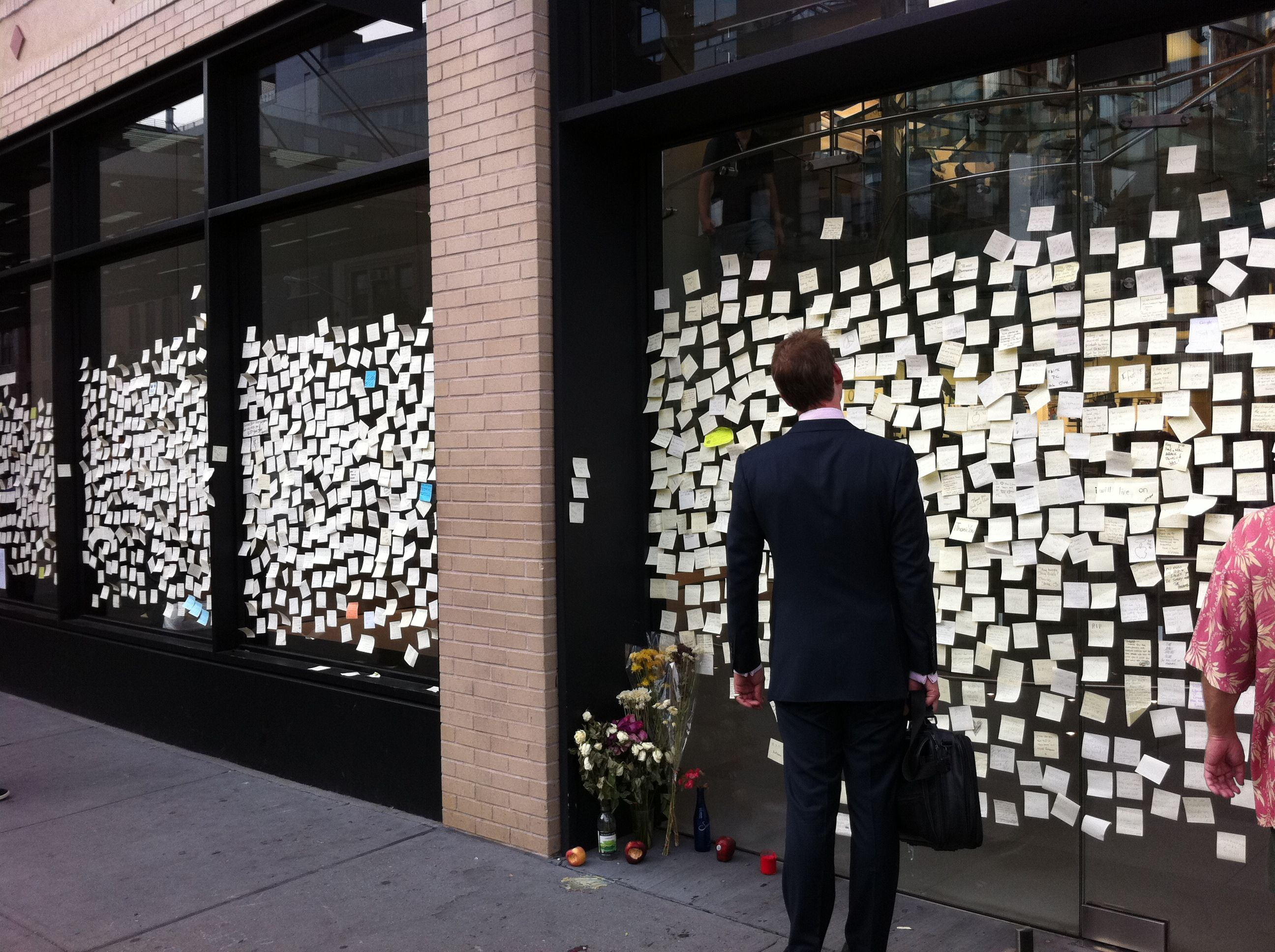 Humanity Notes Left By People On The Apple Store The Day Steve Jobs Died People Steve Jobs Style
