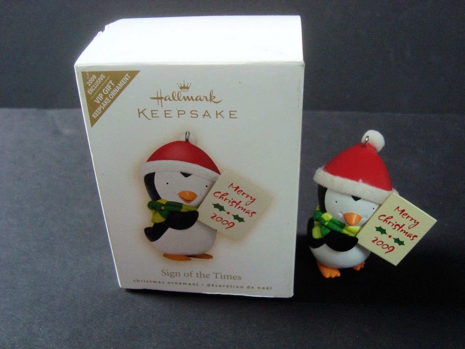 Sign Of The Times.2009`Vip.Penguin W//Hallmark Merry Christmas Sign Ornament/>New