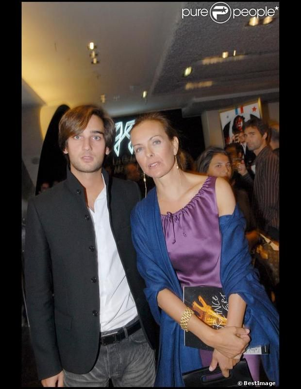 carole bouquet et son fils dimitri rassam aux galeries lafayette en septembre 2007 famous. Black Bedroom Furniture Sets. Home Design Ideas