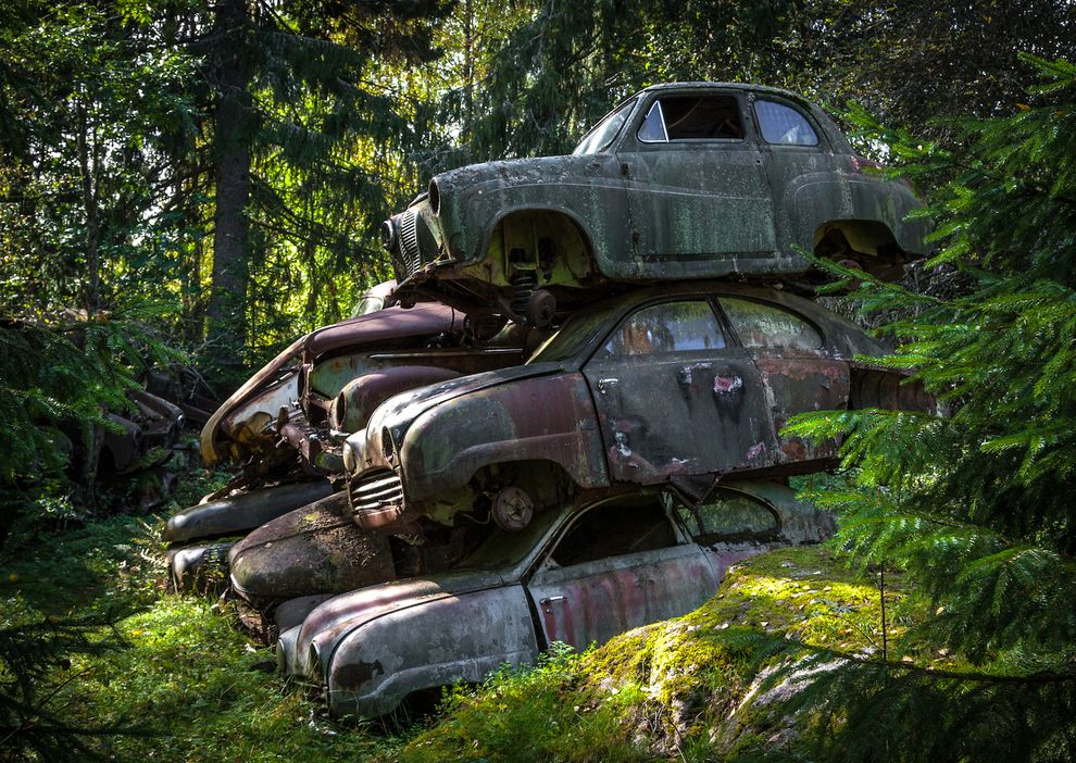 15 Eerie Pictures Of A Classic Car Graveyard Photos Luxury Car