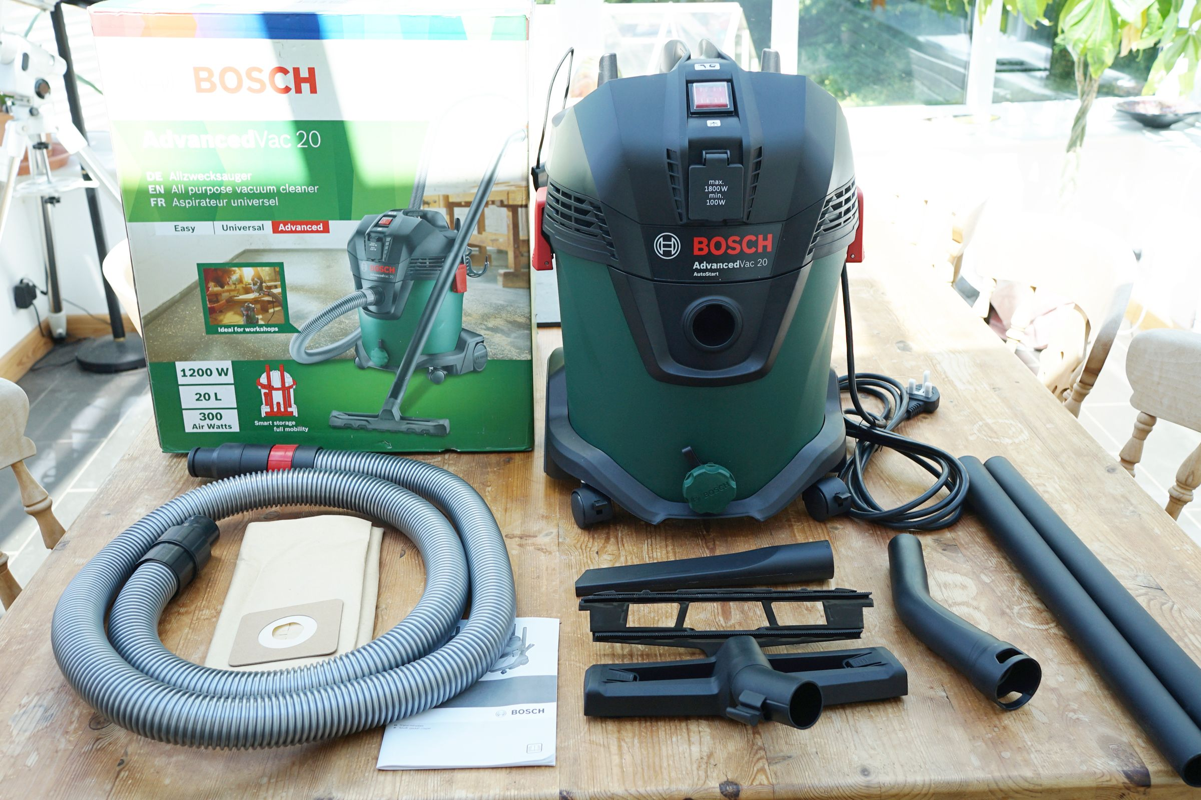 Bosch Advancedvac 20 Wet Dry Vacuum Review Verdict Decked Out In Bosch S Power Tool Green Wet Dry Vacuum Wet And Dry Green Color Schemes