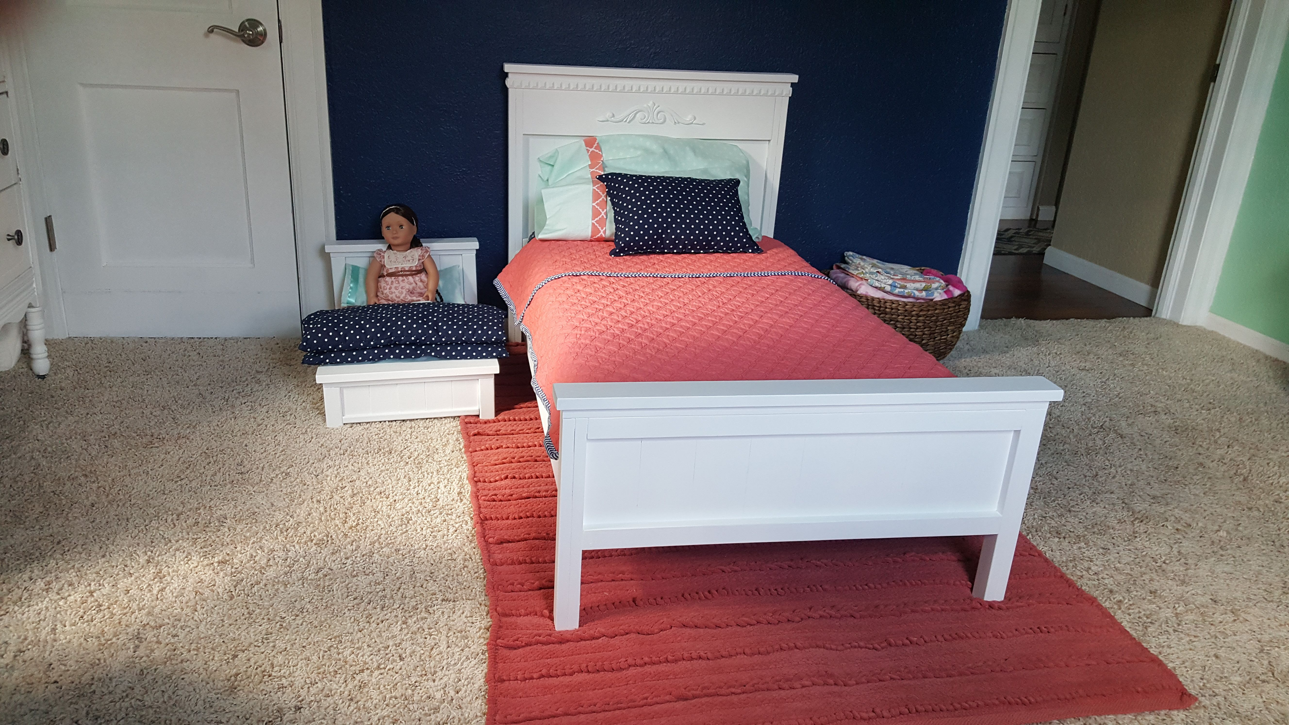 Do It Yourself Home Design: Farmhouse Toddler Bed With Matching Doll Bed