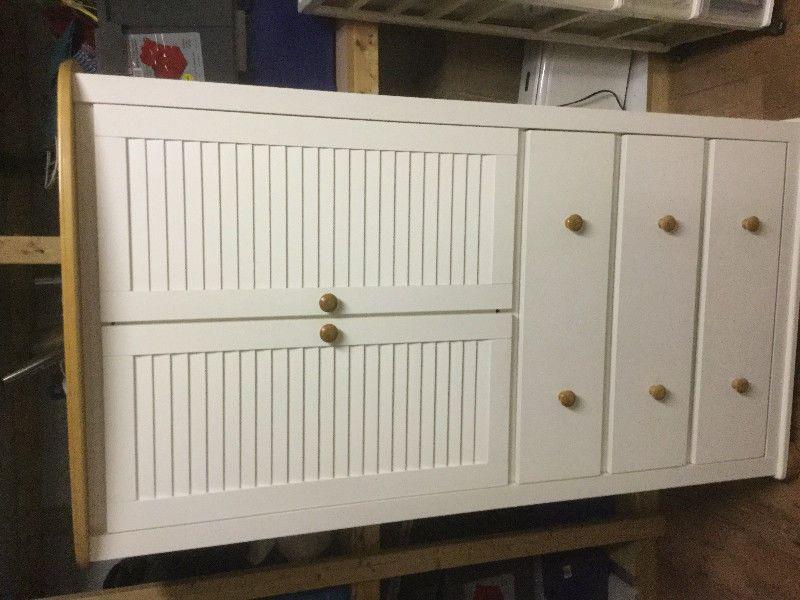 beau meuble d\u0027enfant blanc et dessus en bois 61 pouces de haut, 31