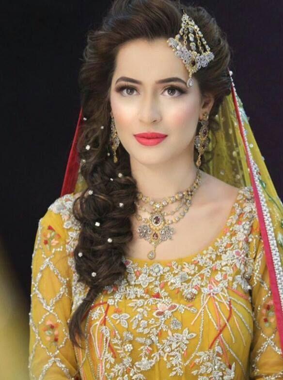 Pakistani Mehndi day bride