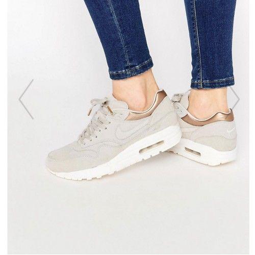 La liste de Sarah Phlypo   Nike air max, Gold trainers, Nike air ...
