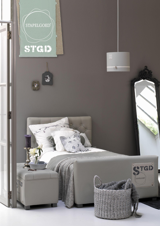 Stoere meidenkamer in grijstinten woonstijl pinterest for Slaapkamer bed