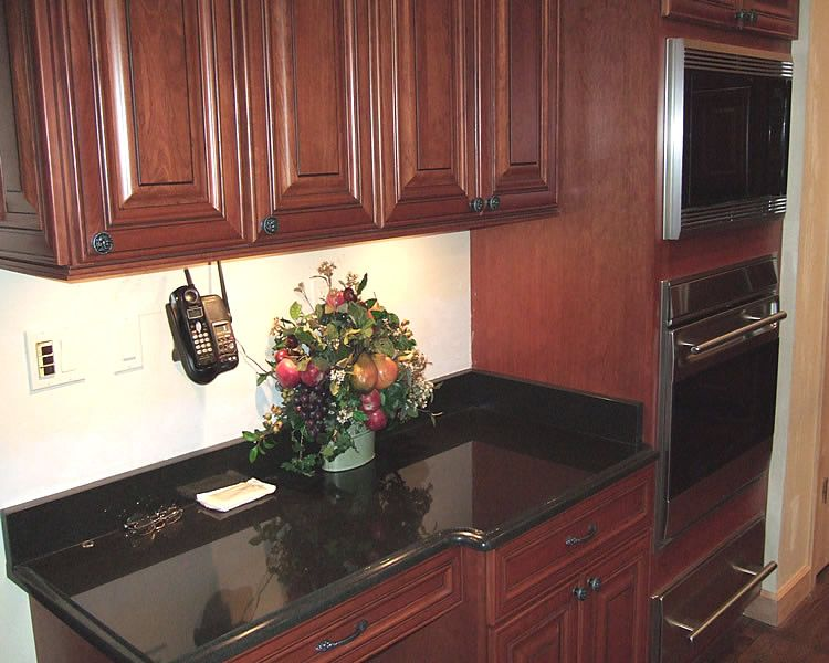 Cherry cabinets with granite countertops maple cabinets for Kitchen cabinet wood colors