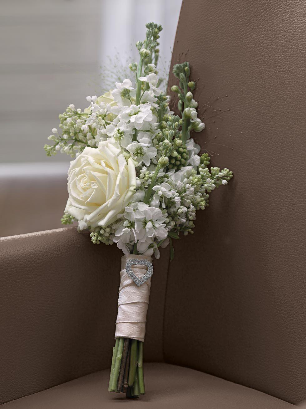 zarter brautstrau in wei mit rosen flieder und rittersporn von b. Black Bedroom Furniture Sets. Home Design Ideas