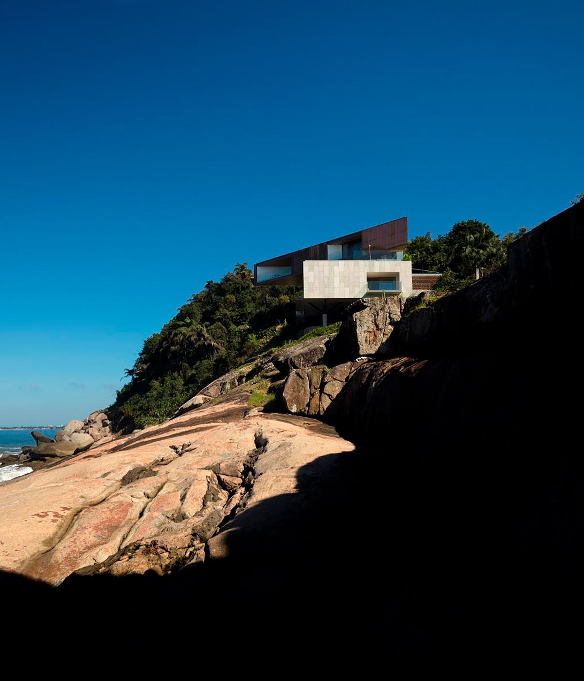 Tropical Modernism A Subversion An Escape And A Global Influence Arquitetura Marcio Kogan