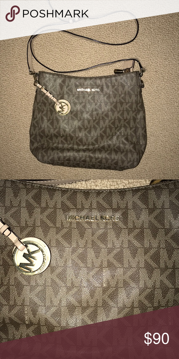 8cab9d022106 Michael Kors crossbody purse MK crossbody purse. Inside does have some  wear/marks but can be cleaned Michael Kors Bags Crossbody Bags