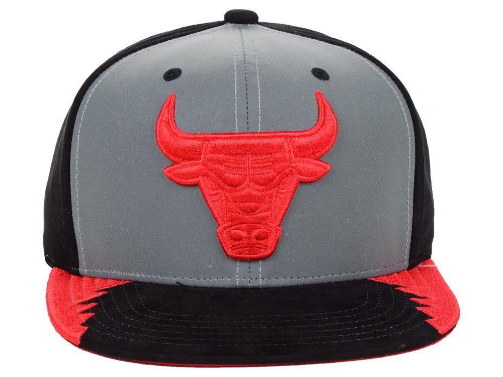 9b25f63b573 Chicago Bulls Mitchell   Ness Original 5 Snapback Cap w 2019