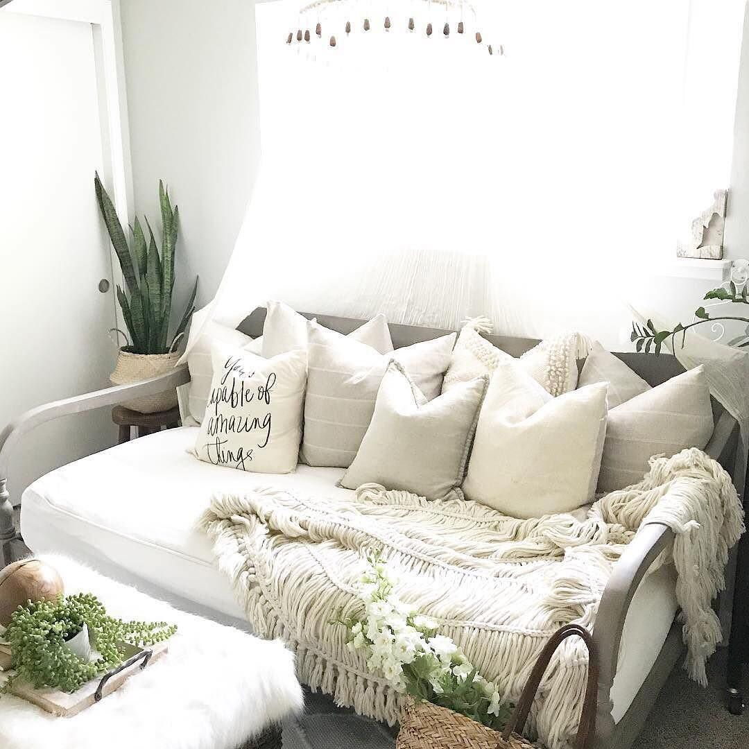 Living Room Translate To Indo: 5 Tricks For Styling A Small Living Room