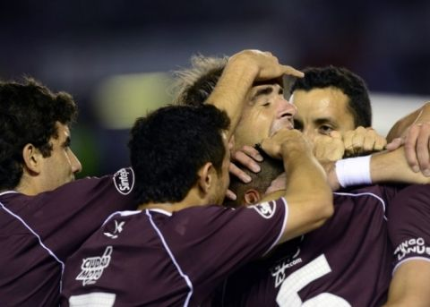 Lanús festejó por 2-1 en casa de los paraguayos, ahora define en Argentina habiendo metido dos goles de visitante.