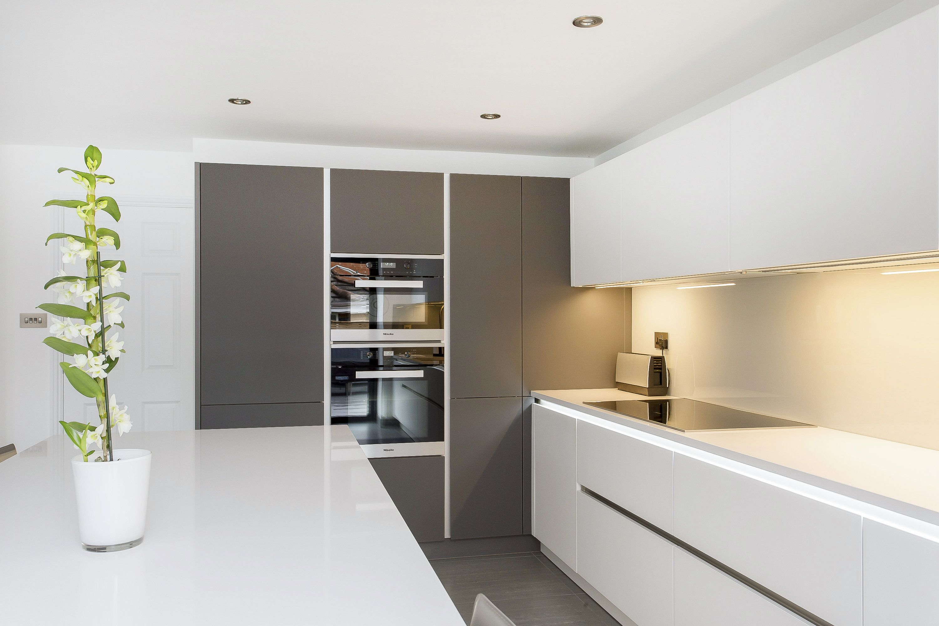 White And Grey Glass Handleless Nolte Matrix Art Kitchen