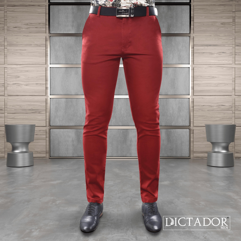 Un Color Que Adquiere Protagonismos En Esta Temporada Lleva Un Drill Color Rojo A Tu Outfit Combinalo Jeans Para Hombre Estilo De Ropa Hombre Vaqueros Hombre