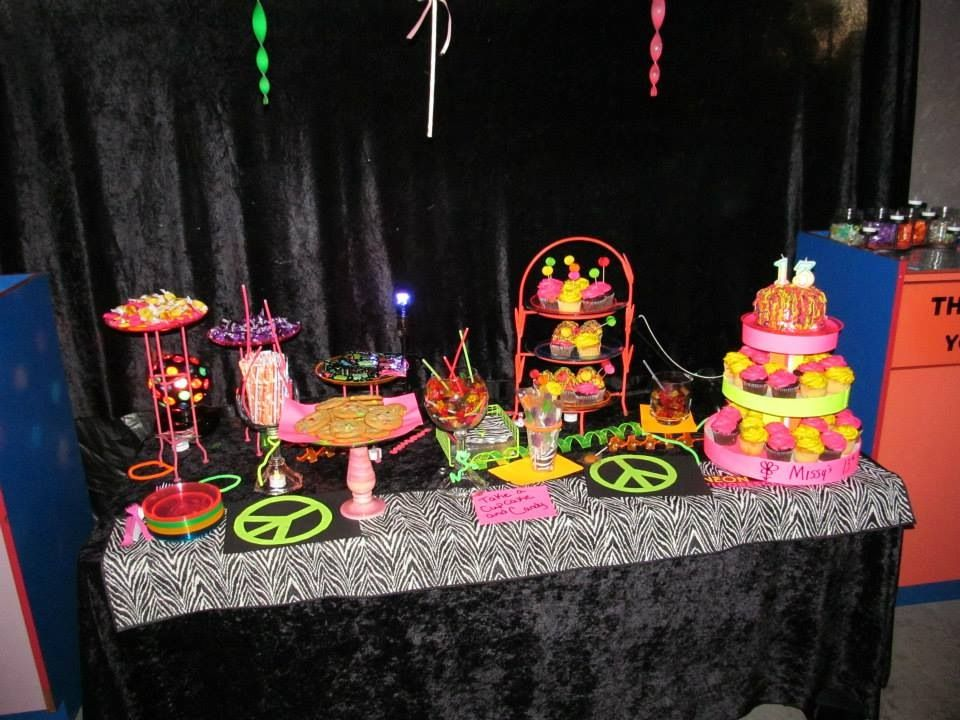 Glow in the dark blacklight neon party sweet table - Glow in the dark table ...