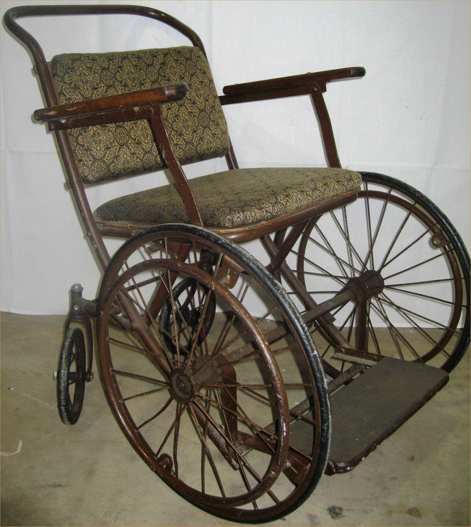 old fashioned wheelchair. Vintage ... - Old Fashioned Wheelchair Wheelchairs Pinterest Medical
