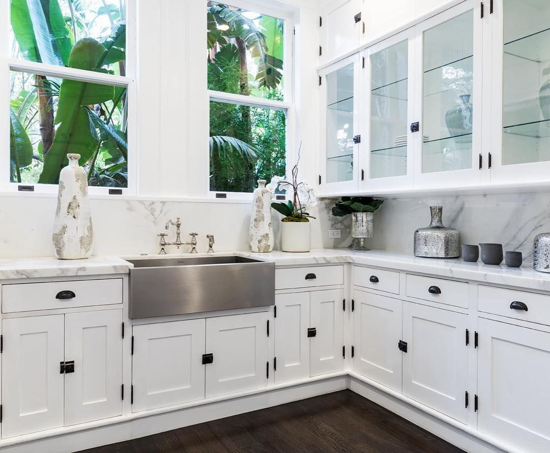 No one would mind doing the dinner dishes in a kitchen as beautiful ...