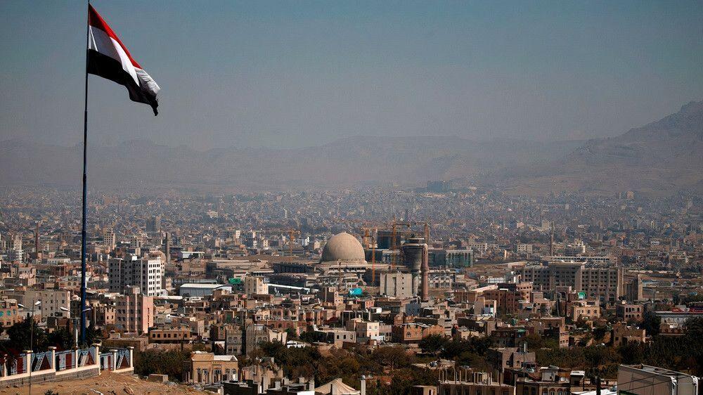 فاجعة كبرى ضربات عسكرية موجعة وقاصمة وبيان عسكري صادم يفاجئ الجميع وهذا ما حدث اليوم في العاصمة صنعاء Skyline Cn Tower Landmarks
