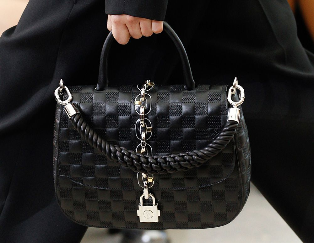 louis vuitton bags 2017 black. see all the accessories, jewelry, shoes, purses, and more detail photos from louis vuitton spring 2017 ready-to-wear fashion show. bags black h