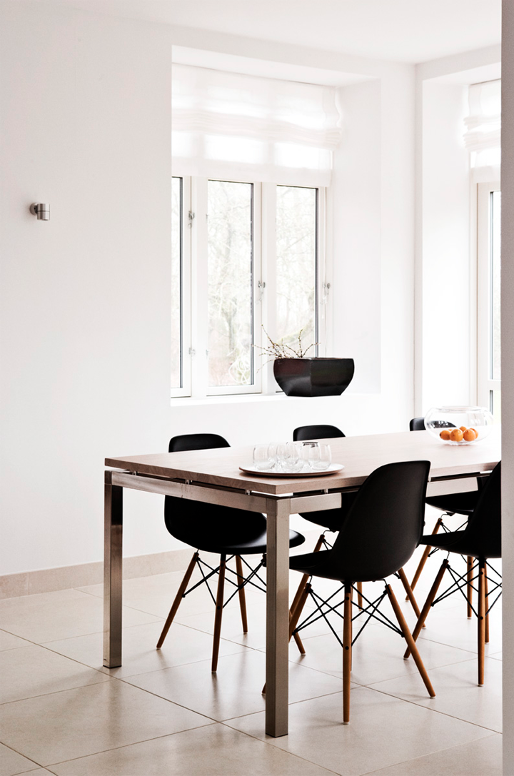 Fantastisch White Walls + Black Eames DSW Chair
